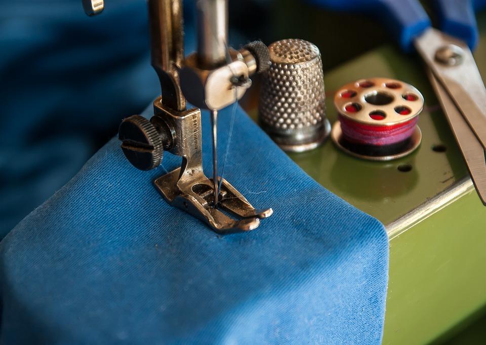 macchine per cucire-girando pagina
