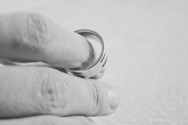 divorzio - girandopagina
